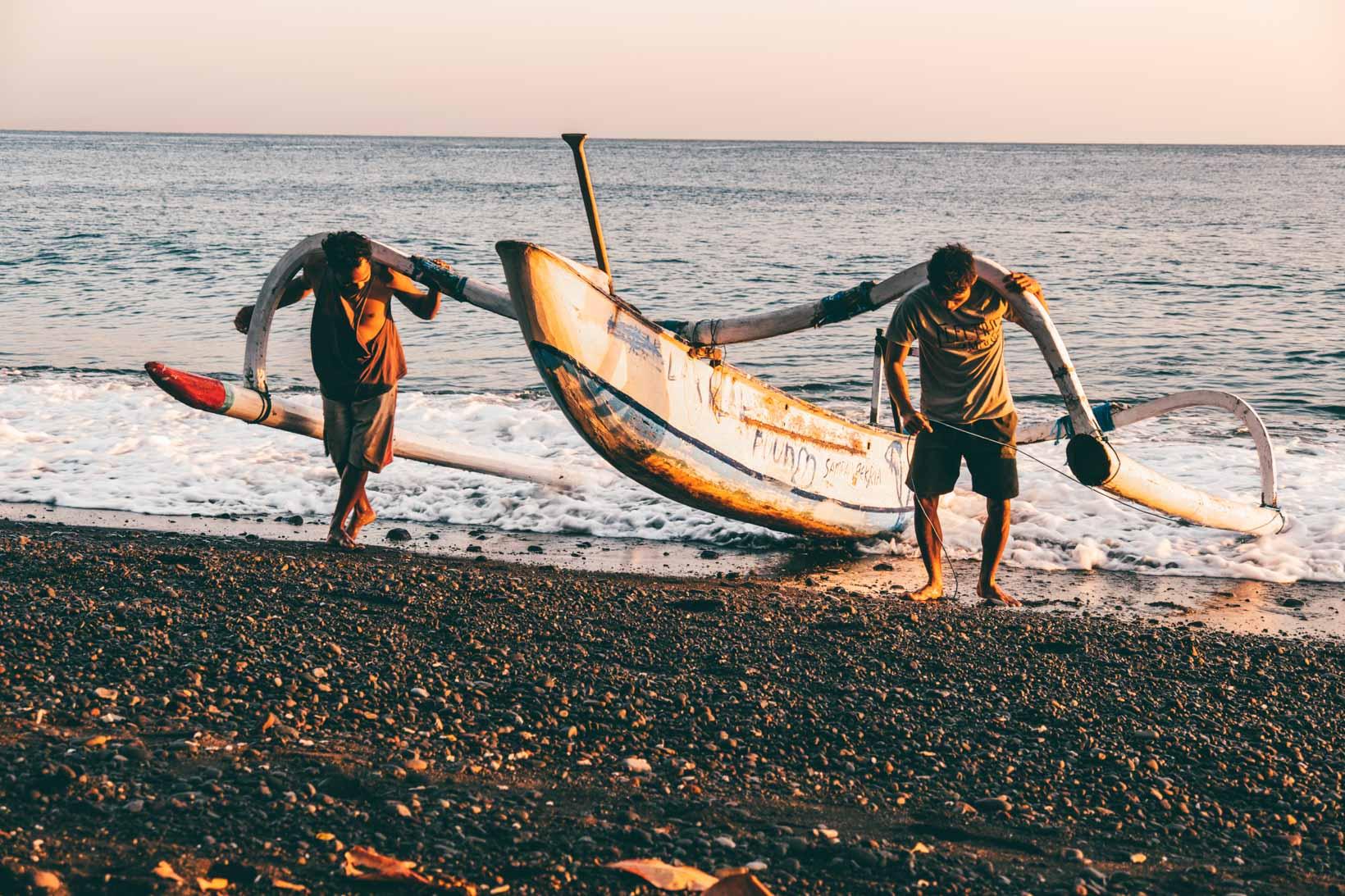 Pescatori ad Amed Bali