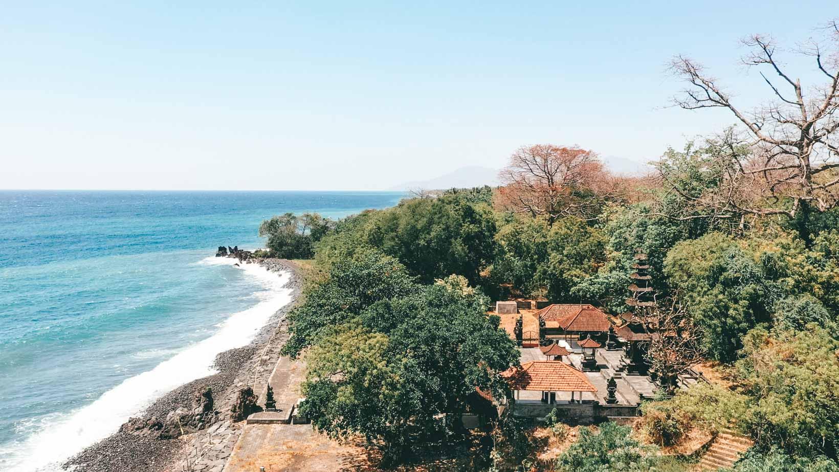 Tempio sul mare nei dintorni di Amed Bali