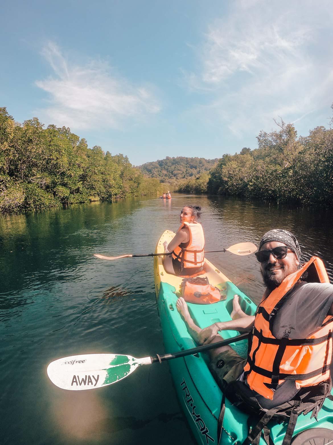 Kayak sul fiume a Koh Kood