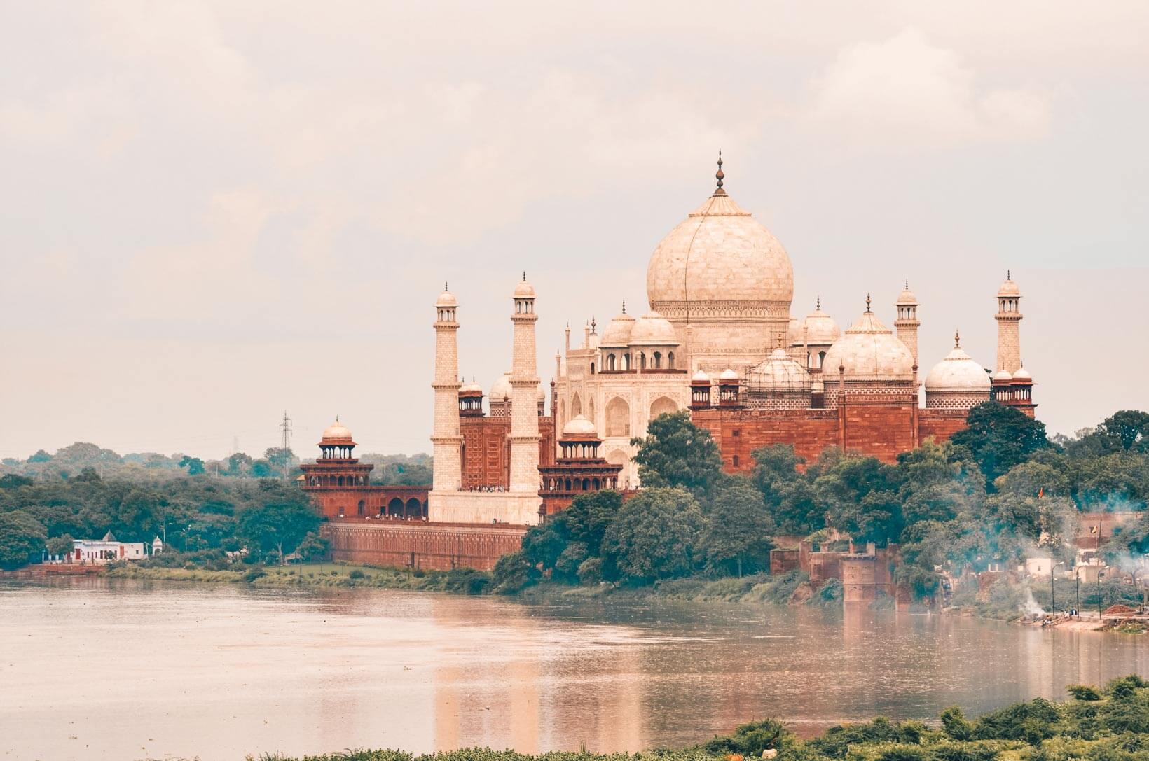 Taj Mahal dal fiume