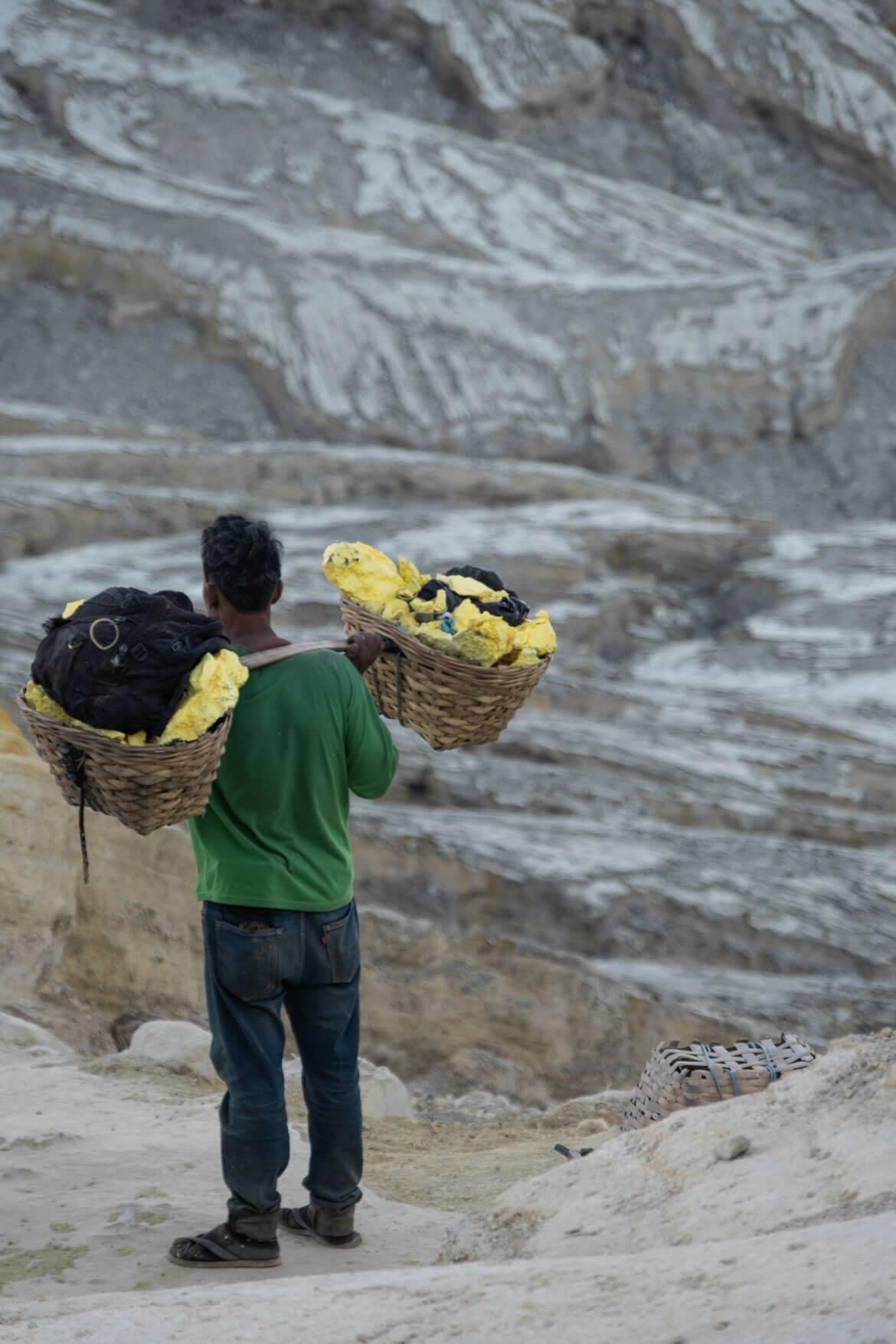 Ceste dei minatori zolfo Ijen