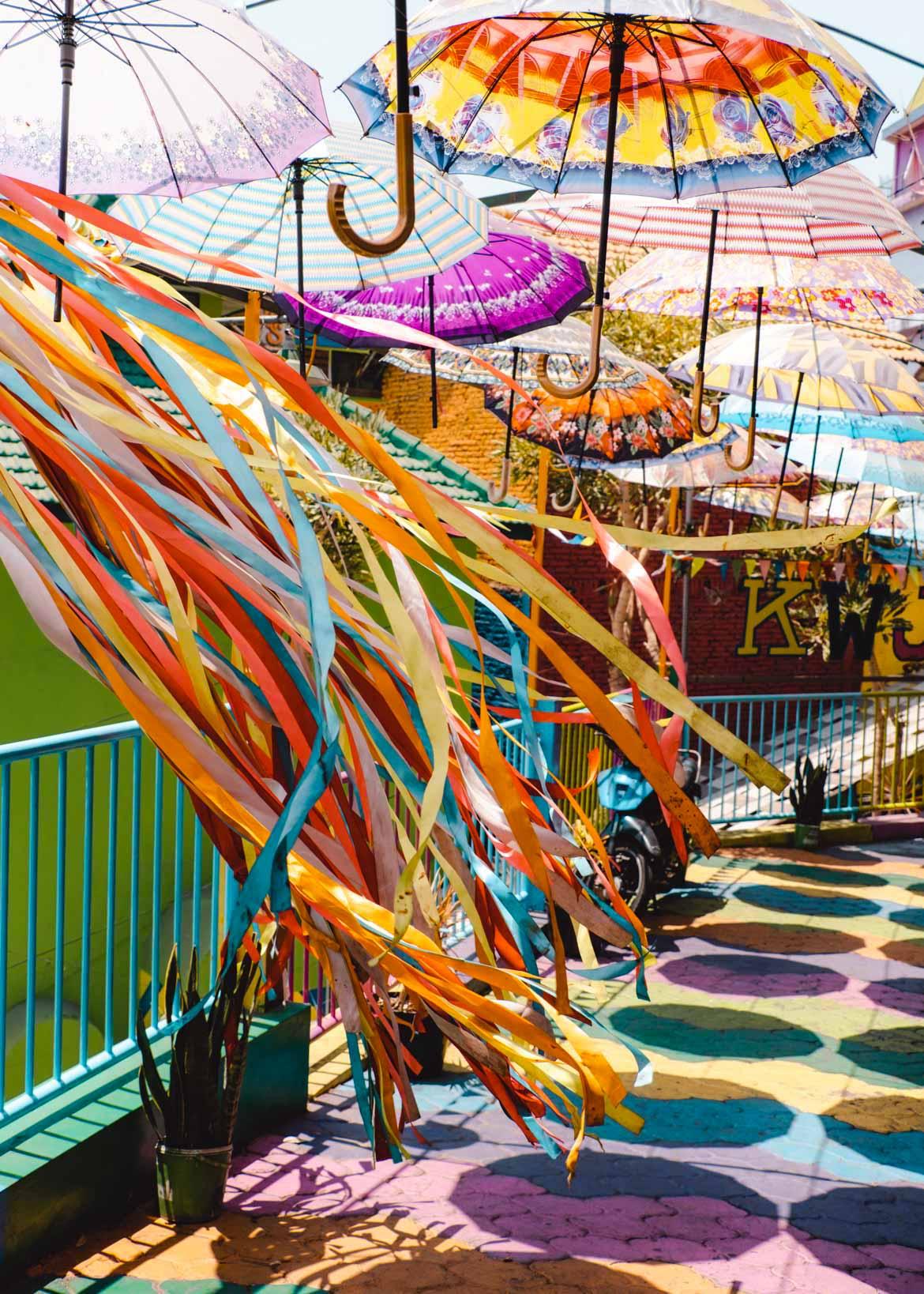 decorazioni rainbow village malang