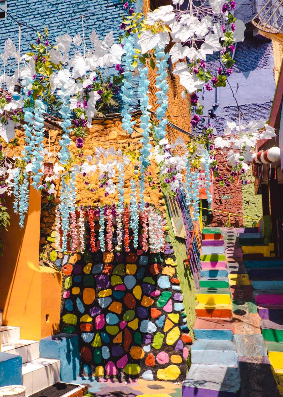 decorazioni villaggio arcobaleno Malang