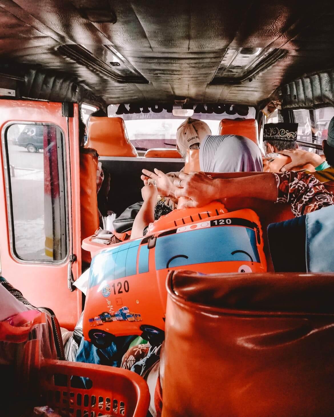 Bus affollato Bali Indonensia