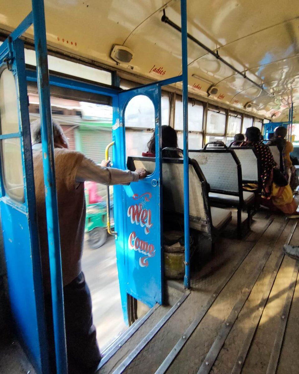 Posti riservati per donne sul bus in India